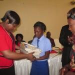 Mwana weGrade 7 achitambira mubairo